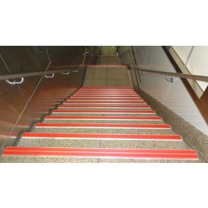 鋁底座止滑條-樓梯實績4 - 芊憓實業有限公司