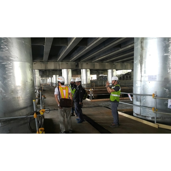 橋梁柱鋼板補強工程
