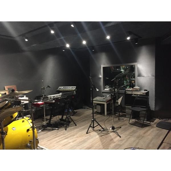 知名搖滾樂團錄音室