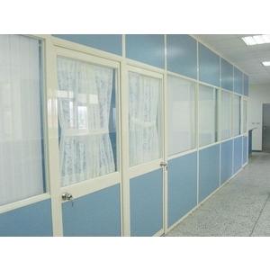 美耐板面中玻隔間 - 優力特裝潢工程有限公司