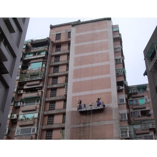 外牆清洗施工實景03-再新興業有限公司