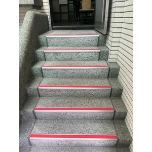 樓梯防撞止滑條 - 同育展業有限公司