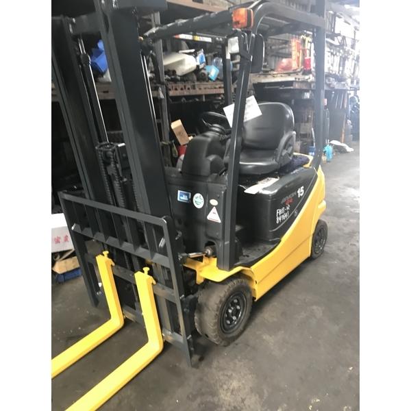 座式電動車堆高機