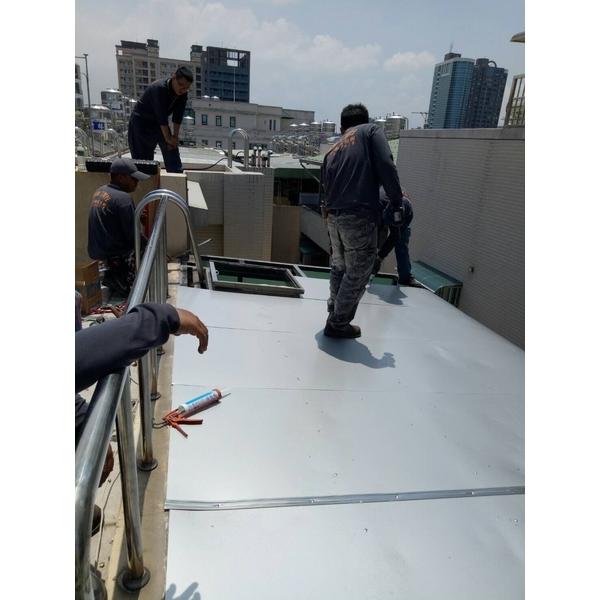 採光罩安裝工程 (2)