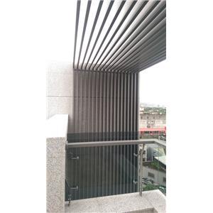 延平北路直向铝格栅及夹具式玻璃栏杆